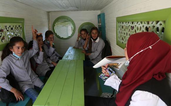 """巴勒斯坦的""""移动教室"""""""