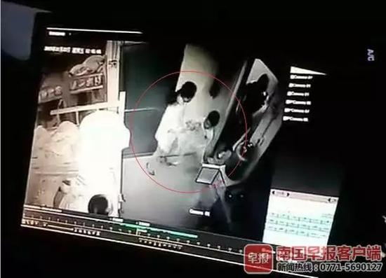 ▲陆先生的小孩在午托中心被女工作人员殴打的视频截图。