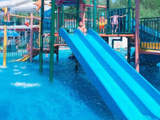 青年湖公园水上世界