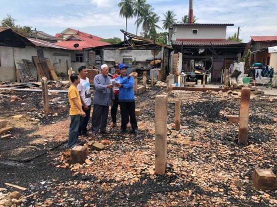 当地多所房子被熊孩子烧毁。图据《光芒日报》