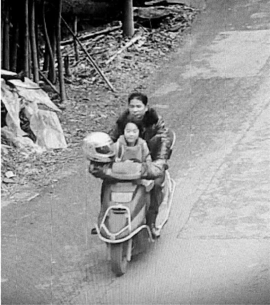 人贩图片被刷爆主动送回孩子