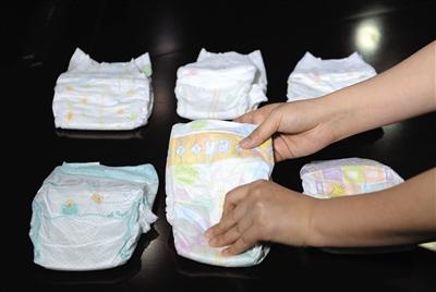 纸尿裤要和宝宝皮肤直接接触,柔软度是关键。