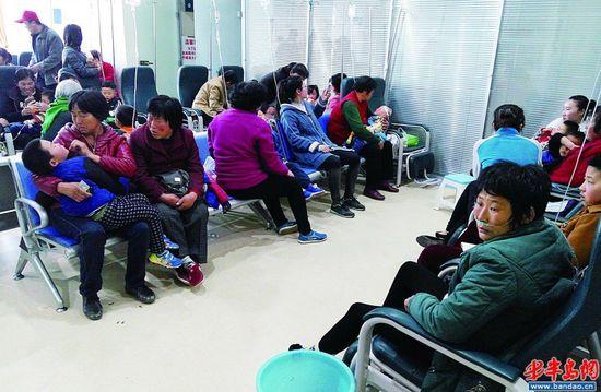 输液室里人满为患。