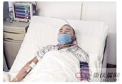 病床上的袁涛。 受访者供图