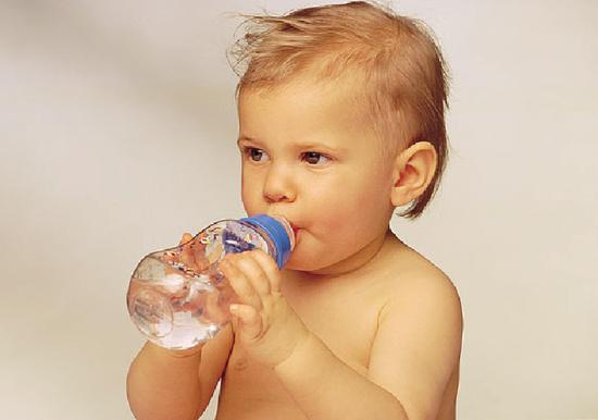 腹泻脱水时忌仅喝白水