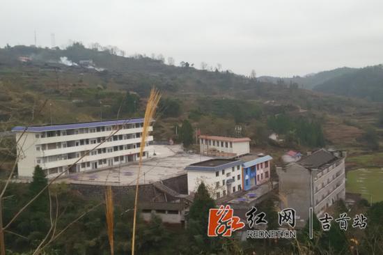 湖南省吉首市单价镇排绸丹青板球小学图片