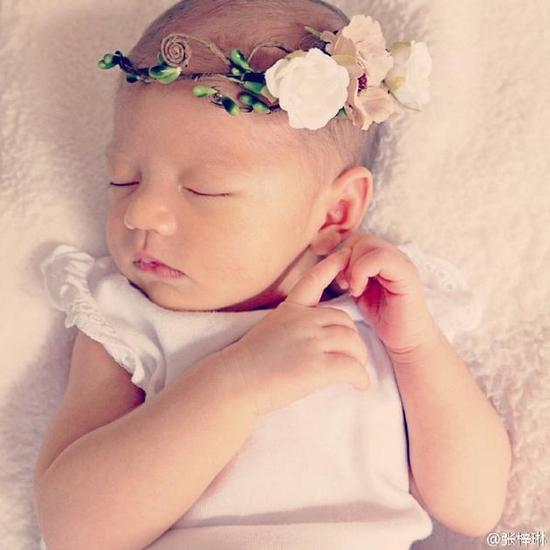 张梓琳女儿安稳睡觉