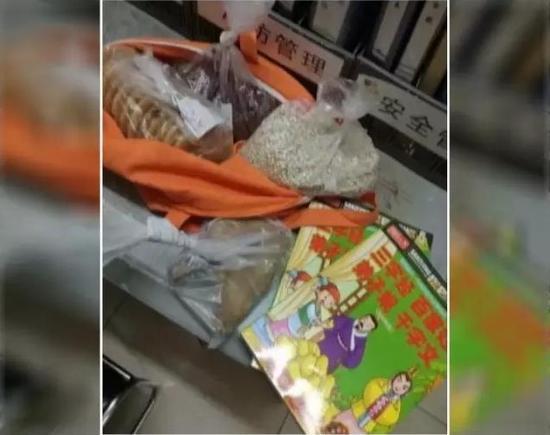 这样的结果,也许让很多人觉得很温暖。但是记者今天从超市了解到的情况是,这位母亲涉嫌多次偷窃。