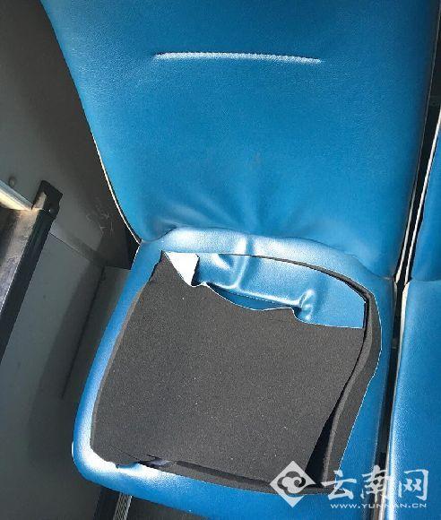 被划破的座椅皮套