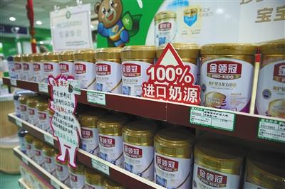 6月2日,呼和浩特,奶粉在药店内售卖。新京报记者 王远征 摄