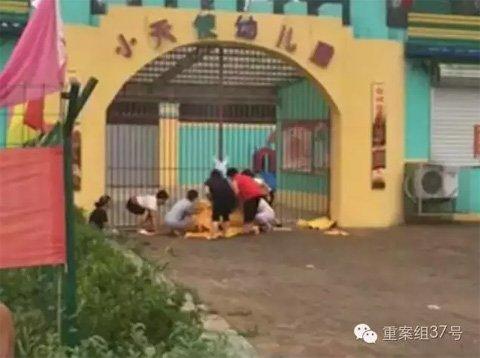 """涉事容城县大河镇""""小天使""""幼儿园。 视频截图"""