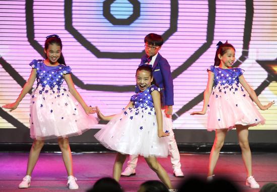 学员们现场表演精彩舞蹈