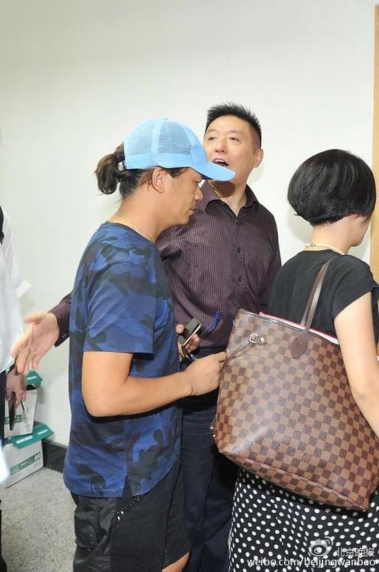 王宝强现身法院正式起诉离婚