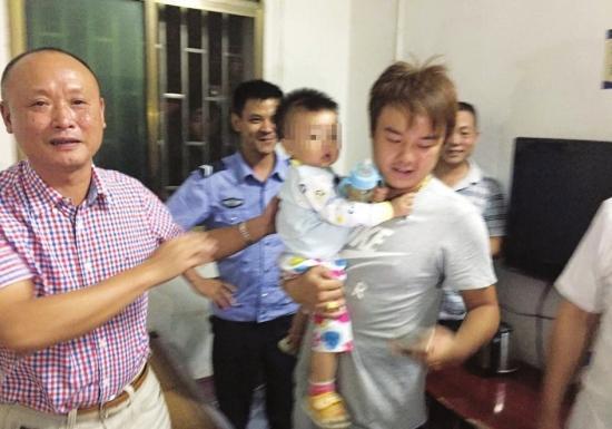9月7日上午9点,临武县,一中年妇女抱走小祺(左图)。当晚8时许,小祺在郴州市苏仙区被成功解救。