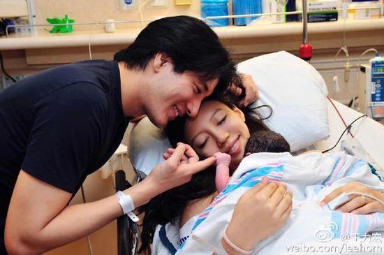 王力宏李靓蕾与二女儿