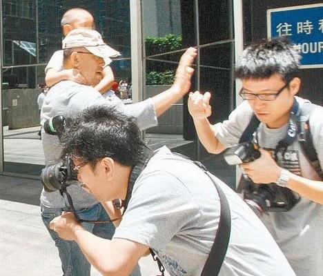 姜文此前为保护儿子阻挡镜头