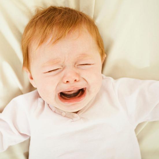 宝宝不要一哭就喂 防范过度喂养