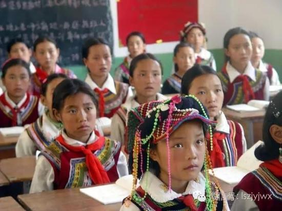 图为金阳县桃坪乡中心校,谁说女童不能上学?(摄于2013年)