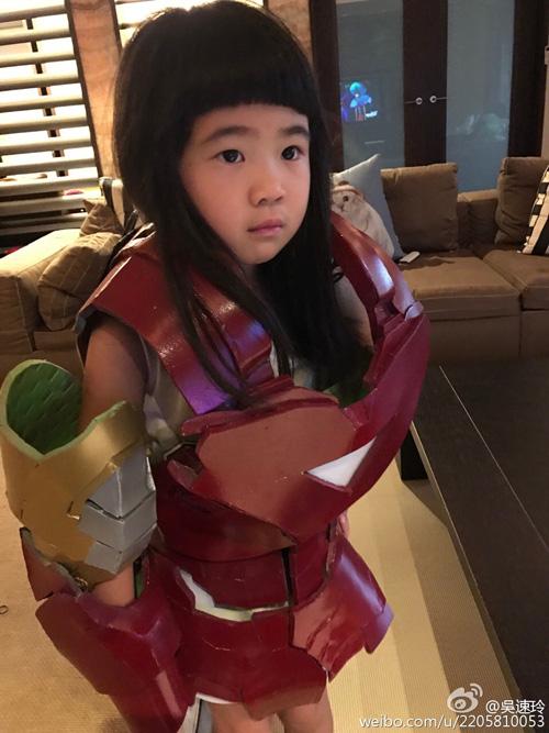 曹格女儿扮钢铁侠