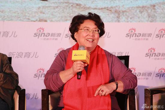张思莱,原北京中医药大学附属中西医结合医院儿科主任、主任医师,新浪育儿母婴研究院金牌专家。