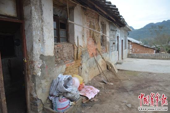 """某位""""童工""""此前生活的房屋。中国青年报·中青在线记者 田文生/摄"""