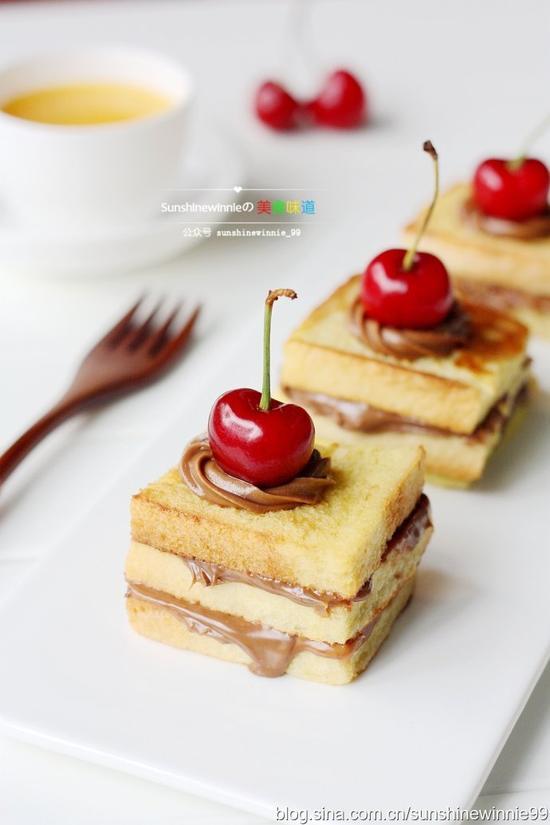 做一款三明治,将它们完美地结合在一起,吃的时候再搭配上一些时令水果