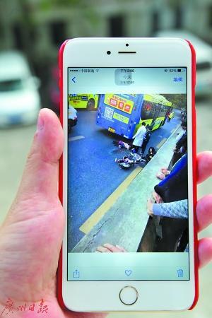 市民提供的事发时现场的视频。