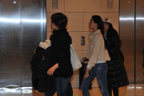 去年11月毛阿敏带女儿观看歌剧《剧院魅影》