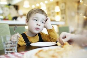 外出就餐 你的孩子怎么吃