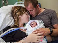 美国母亲坚持生下无脑婴儿