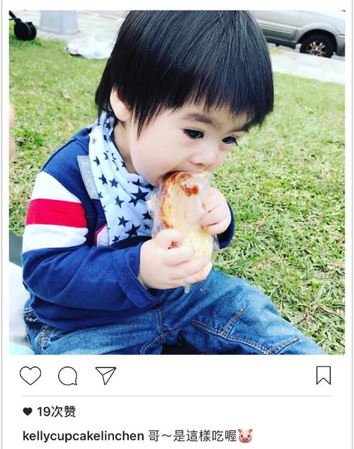 Kyson教哥哥吃面包