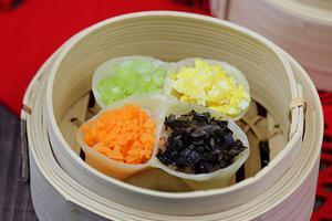 多捏几下饺子就会大变样--四喜蒸饺(图)