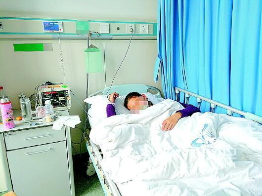 病房里的姐姐还不知道妹妹离世的消息。 记者 杜鸿浩 摄