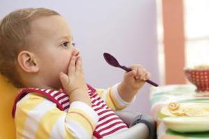 有些食物宝宝不宜过早吃