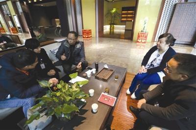 昨日,卫生行政执法人员对安琪儿月子酒店进行检查。