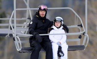 小七白色滑雪服精灵又可爱