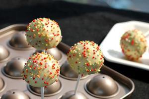 教你制作充满童趣的棒棒糖蛋糕(图)