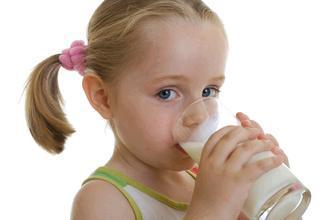 外国小孩喝凉牛奶为何不拉肚子?