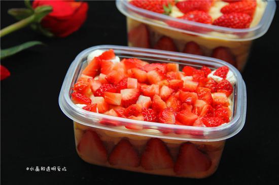草莓豆乳盒子