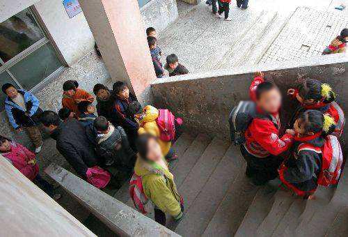 河南濮阳一事故受伤发生小学已致1死20余踩踏诗新年小学图片