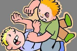 小学生放学站队时插队遭殴打 被同学猛踢下体