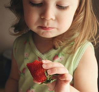 孩子吃草莓 竟感染诺如病毒?