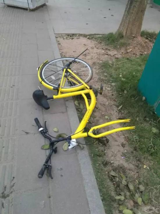 缺少部件的单车