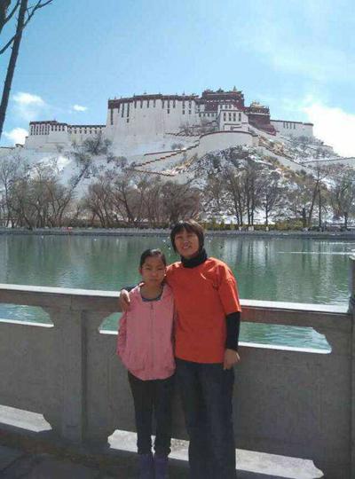 范雨素带女儿西藏旅游