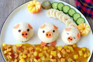 萌化孩子的心--用剩饭做个小猪饭团(图)