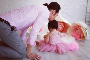 三年抱仨!陈豪陈茵媺小女儿1岁了 生日宴温馨有爱