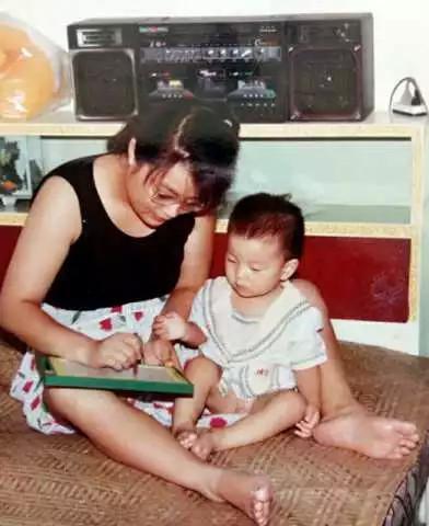 单亲妈妈花29年把重度脑瘫儿送进哈佛