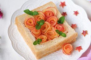 给宝宝做一份浪漫的早餐--苹果玫瑰土司卷(图)
