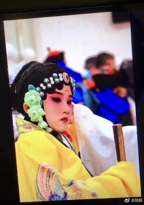 陆毅大女儿京剧扮相专业