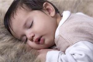 宝宝出现中耳炎的原因及怎样治疗?